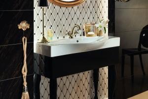 Biel i złoto w łazience - kolekcja płytek zainspirowana Saint Tropez
