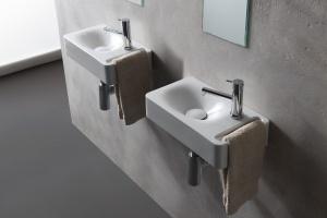 Wyposażenie małej łazienki: umywalka z wieszakiem