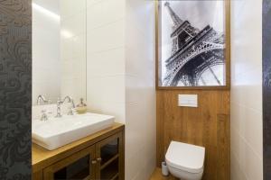 Nowoczesna i przytulna - toaleta dla gości w domu pod Białymstokiem