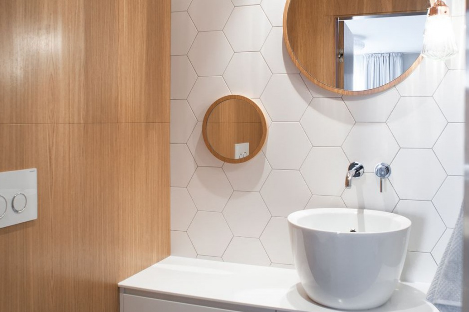 Wnętrze w stylu skandynawskim: projekt małej toalety