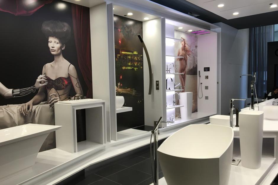 Sposób na ekspozycję: salon łazienkowy jak galeria sztuki