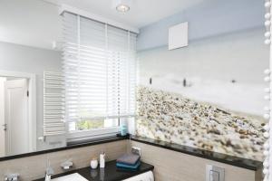 Urządzamy łazienkę: optyczne rozwiązania dla małych i dużych wnętrz
