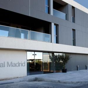 Jakie są łazienki piłkarzy Realu Madryt? Minimalistyczne i funkcjonalne