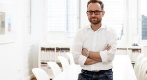 Duże płaszczyzny, skandynawskie wzornictwo - łazienka wg Olivera Schweizera