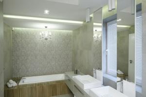 Ściany w łazience: wybierz wzór imitujący tkaninę