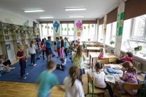 Łazienki prawie gotowe, pora na edukację. Kolejny etap projektu Grupy Geberit