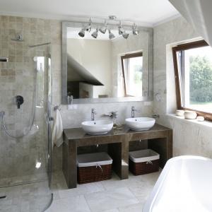 10 pomysłów na prysznic w narożniku