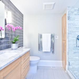 Ściana w łazience: pomaluj ją farbą!