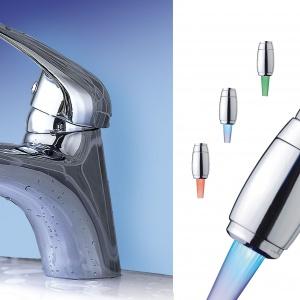 Nowoczesna łazienka: perlator oszczędzający wodę z kolorowym podświetleniem