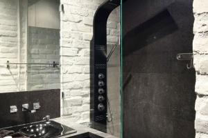 Ciemna łazienka - tak urządzili ją inni