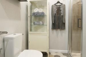 Łazienka w kolorach ziemi: gotowy projekt w stylu loft