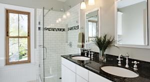 Kamień w łazience: różne sposoby na ten sam materiał