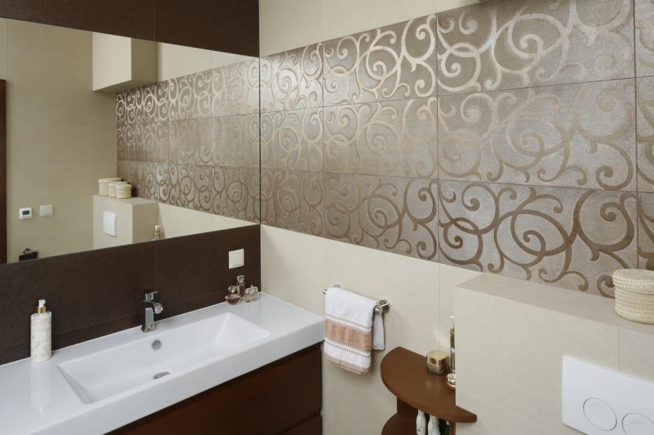 Ściana w łazience: postaw na wzory niczym tkanina