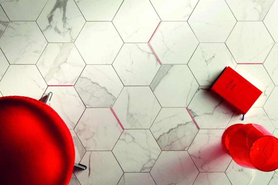 Trzy kolory w łazience - nowoczesne pomysły na biel, czerń i czerwień