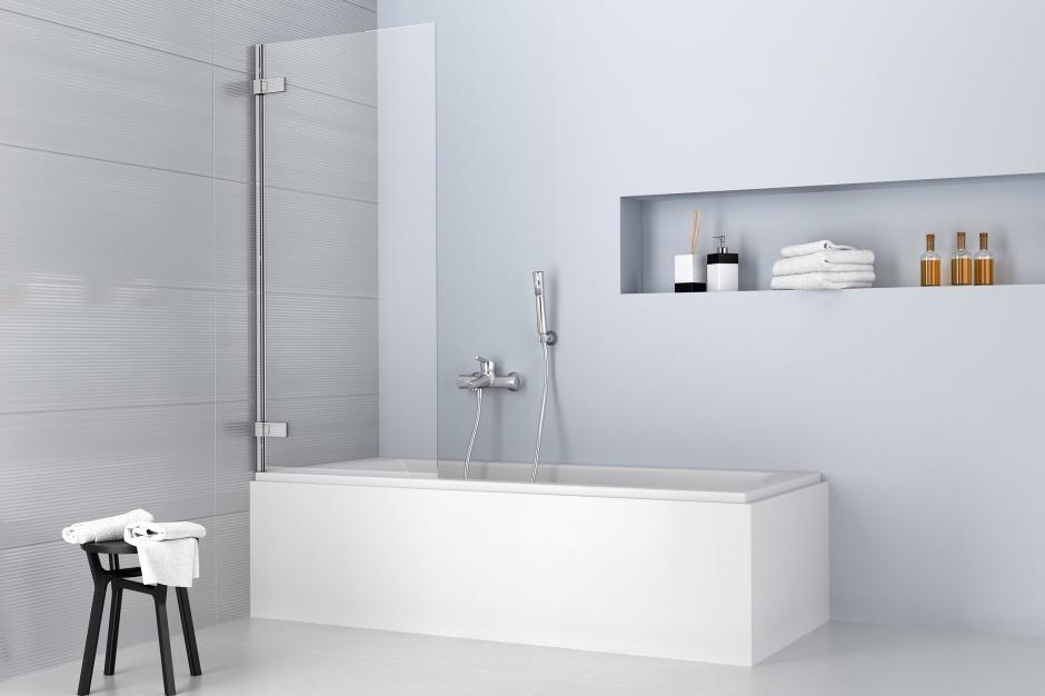 Wanna z parawanem: świetne rozwiązanie do małych łazienek
