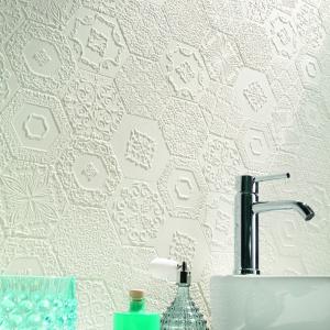 Heksagonalne płytki: pomysły na sześciokąty w łazience