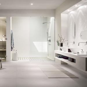 Łazienka w kolorach zimy: 5 inspirujących aranżacji