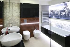 Nastrojowe oświetlenie LED: 5 zdjęć z łazienek Polaków
