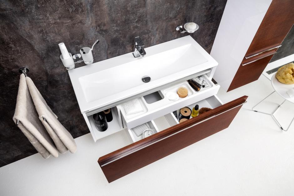Przechowywanie w łazience: tak uporządkujesz przestrzeń pod umywalką