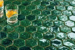 Heksagonalne płytki w łazience: 5 kompletnie różnych kolekcji!