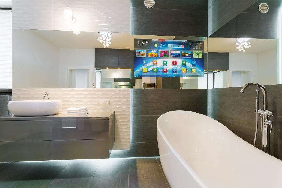 Telewizor w łazience: ukryj go za lustrzaną taflą