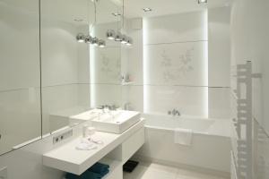 Biel w łazience: tak urządzają inni