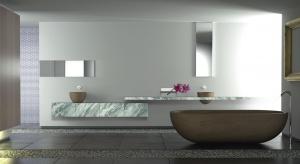 Meble łazienkowe: postaw na fronty z kamiennym dekorem