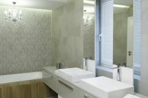 Łazienka dla dwojga: tak urządzisz strefę umywalki