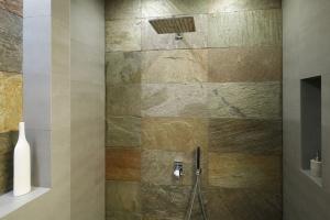 Wnęki i nisze w łazience: 10 przykładów z polskich domów