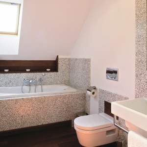 5 pomysłów na podłogę w łazience (nie tylko płytki!)