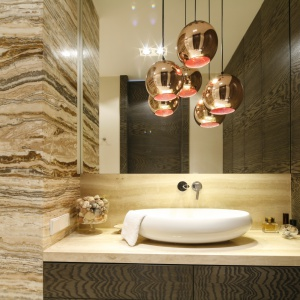Oświetlenie w strefie umywalki: 7 pomysłów z polskich łazienek