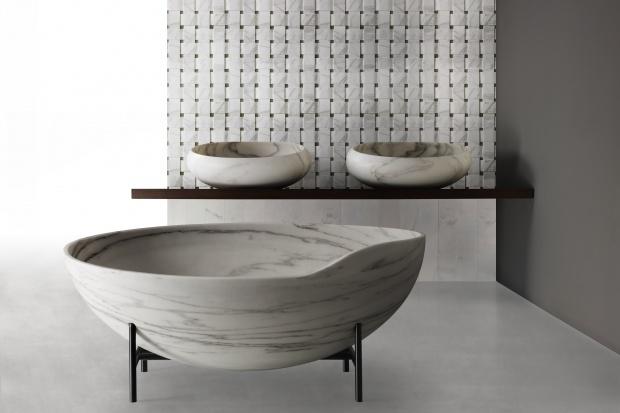Designerska wanna: piękny model z marmuru