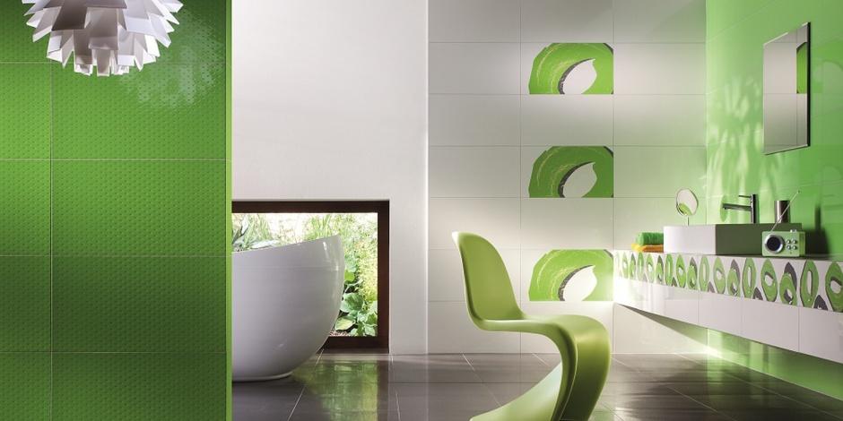 Soczysta zieleń w łazience: płytki w kolorze roku 2017