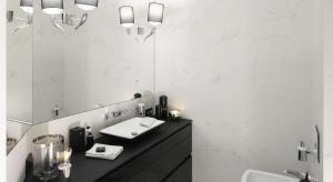 Łazienka w stylu glamour: eleganckie dodatki w czerni i bieli
