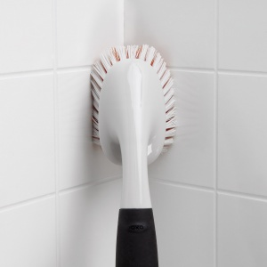 Sprzątanie w łazience: szczotki do trudno dostępnych miejsc