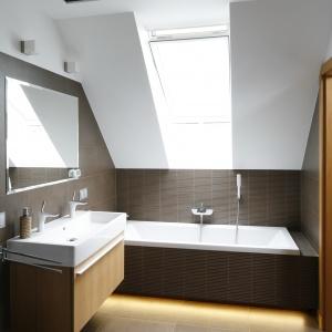 Łazienka na poddaszu: 12 przykładów z polskich domów