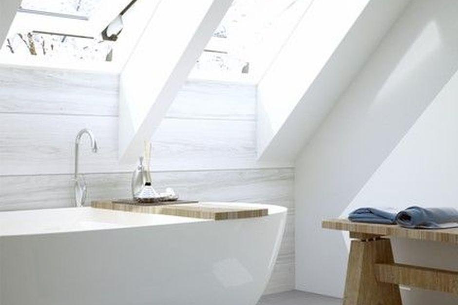 Relaks pod gwiazdami: urządzamy łazienkę na poddaszu