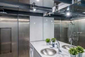Łazienka w stylu loft: trzy gotowe pomysłowe projekty