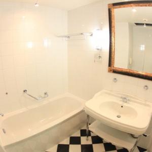 Remont łazienki: metoda wanna w wannie świetnym rozwiązaniem
