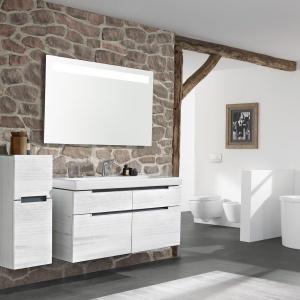 Meble łazienkowe w kolorze drewna: 12 modnych kolekcji