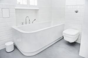 Biel w łazience: 10 pięknych zdjęć