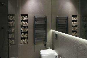 Nowoczesna łazienka: zaskakujące wnętrze w starej kamienicy