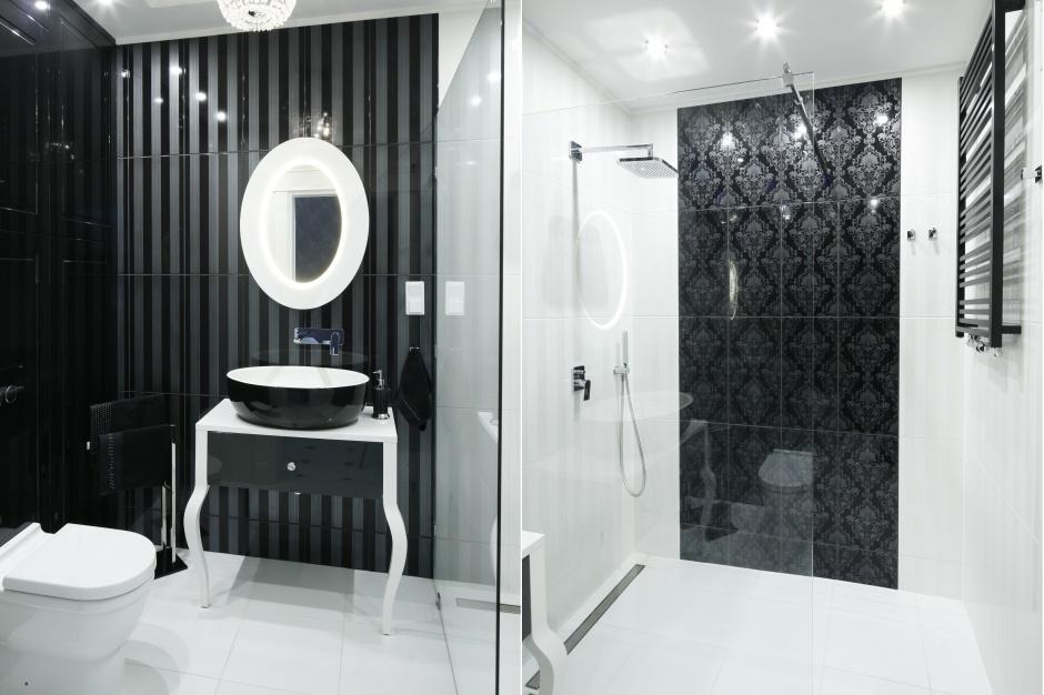 Czarno-biała łazienka w stylu glamour: zobacz gotowy projekt