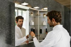 Meble łazienkowe: wybierz praktyczną szafkę lustrzaną