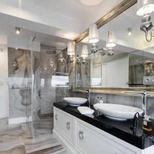 Strefa umywalki dla dwojga: tak urządzisz ją z projektantem