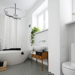 Podłoga w łazience: postaw na mocny wzór
