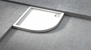 Nowoczesna strefa prysznica: niskie brodziki w różnych kształtach