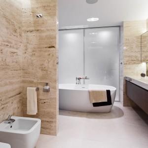 Beżowa łazienka: 10 wnętrz z polskich domów