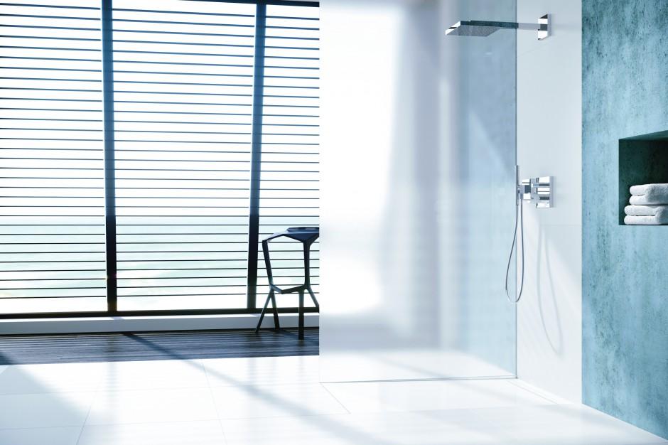 Nowoczesna łazienka: nowa powierzchnia prysznicowa zintegrowana z odpływem