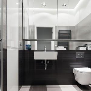 Lustrzane szafki górne: praktyczny pomysł na łazienkę